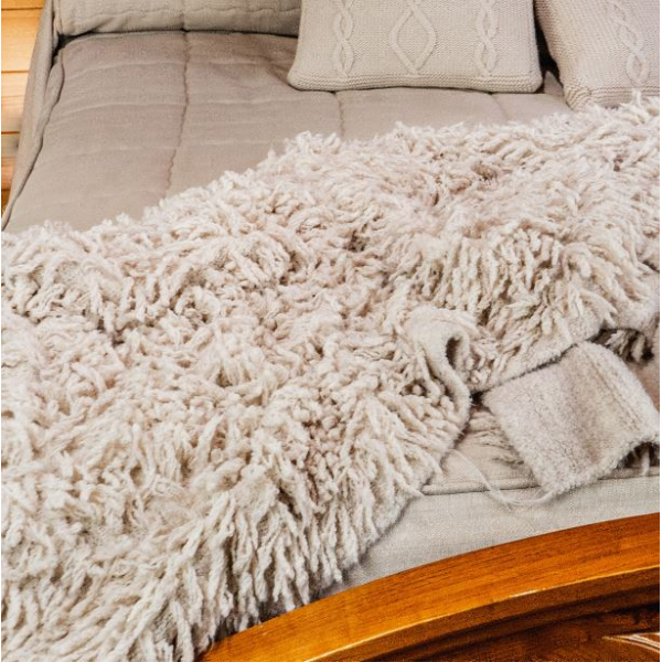 Bed cover with fringes